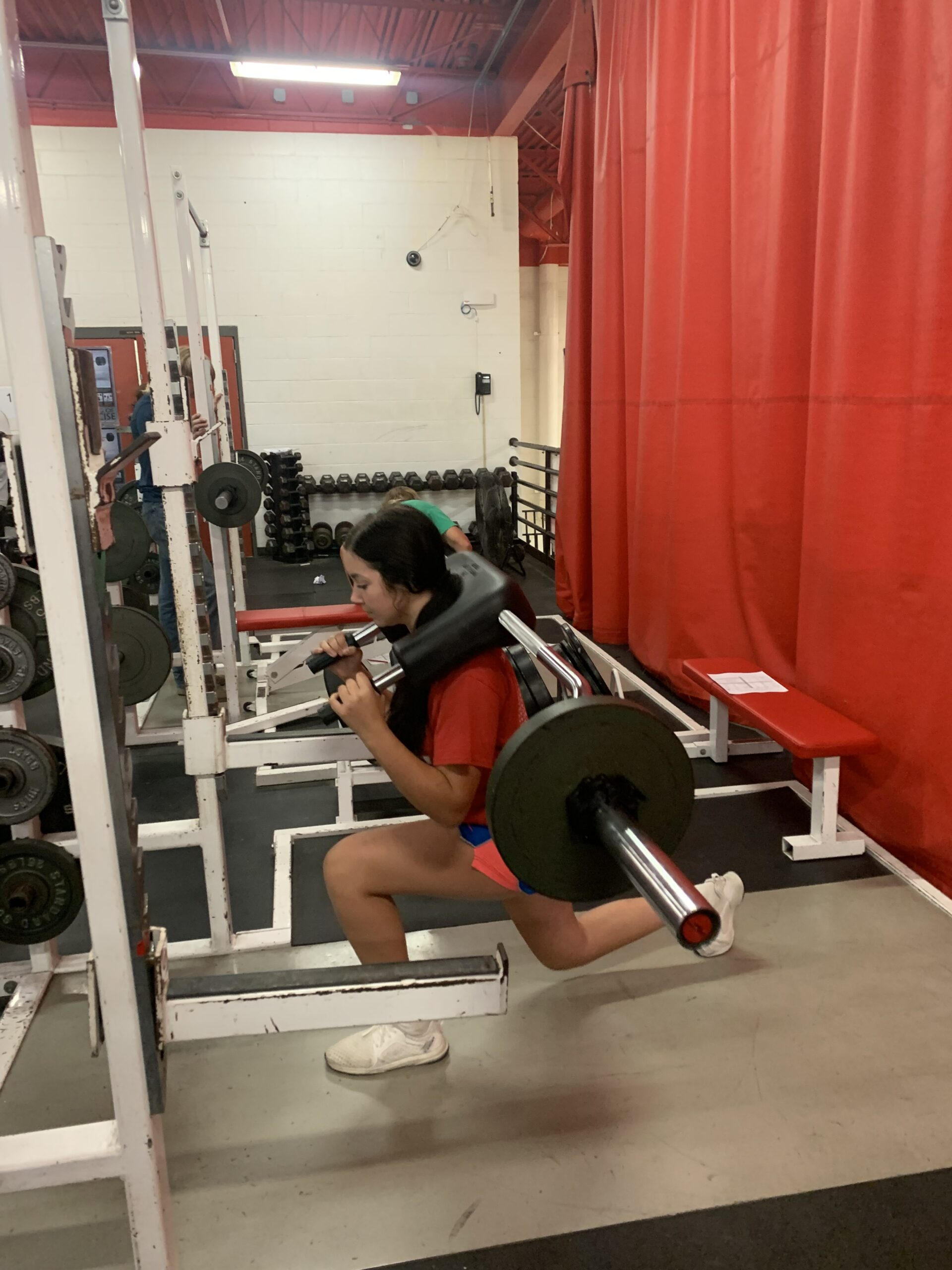 a strength and conditioning student uses a weight machine in a single leg workout